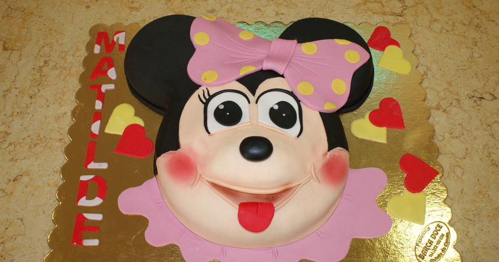 Bolo aniversário Minie com lacinho rosa