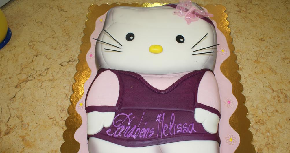 Bolo de aniversário Hello Kitty saia roxa